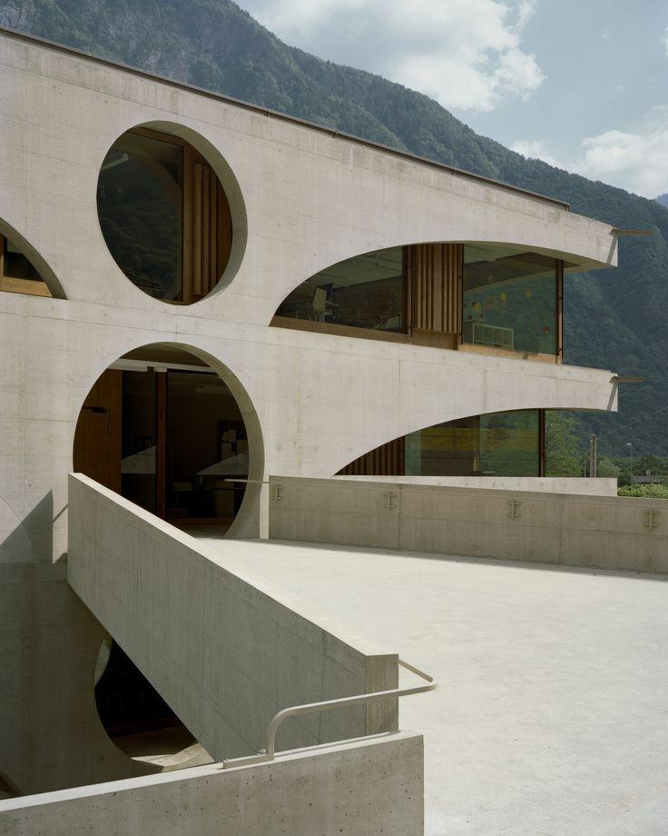 Raphael Zuber - School house, Grono 2011