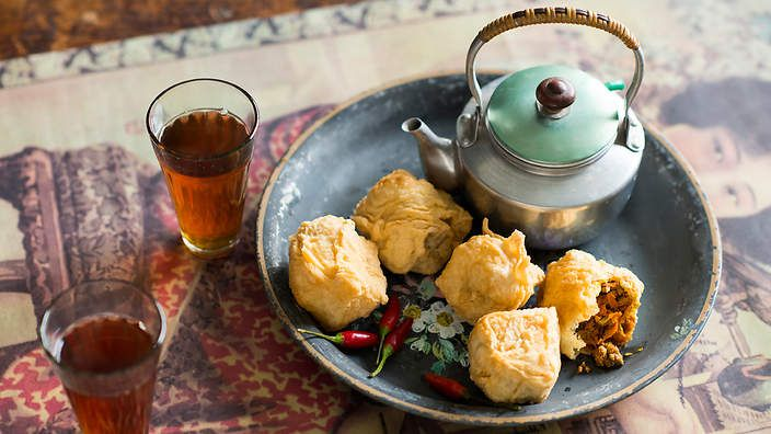 Stuffed tofu (tahu isi) is a popular street snack in Indonesia. The deep-fried puffs are served with chillies and black tea or beer to help tame the heat. Listen to the audio recipe.