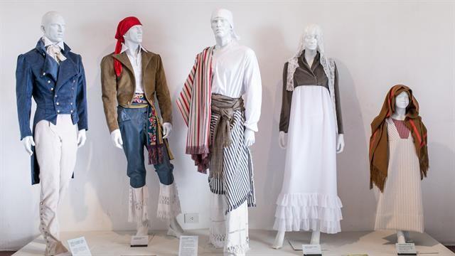 Look 1810: qué estaba de moda y cómo se vestían en la Revolución de Mayo  Rréplicas de la Vida Cotidiana en la Antigua Buenos Aires que se expuso en el Cabildo inspirados en el pintor Emeric Essex Vidal.