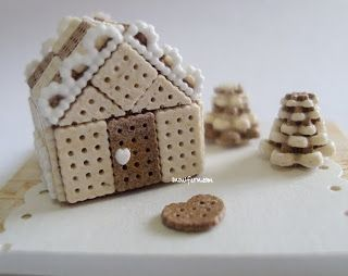 Snowfern Clover - miniature foods 1:12, 1:24 & 1:48 dollhouse scale: not quite a gingerbread house