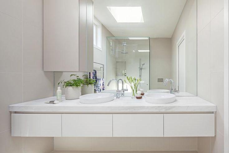 Ivanhoe Residence bathroom by Doherty Design Studio. Photographer: Lisbeth Grossman.