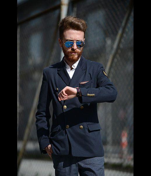 Toca traducir. Tailored o Slim fit significan camisas entalladas, más cortas y con menos peso. Standard o regular fit son cortes más...