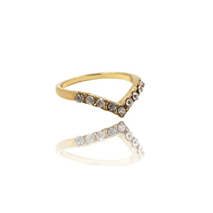 Tammi. V-shaped band ring with midi rhinestones.