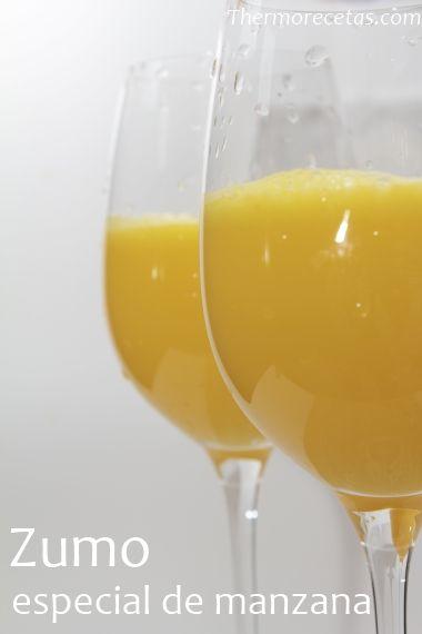 Este delicioso zumo de manzana está hecho a base de cítricos y un toque de manzana que le da un punto refrescante delicioso. Perfecto para desayunar.