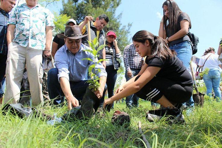 El medio ambiente y la protección de los recursos naturales son temas primordiales, por lo que se continuará trabajando y acompañando toda las iniciativas que privilegien el bien colectivo antes ...