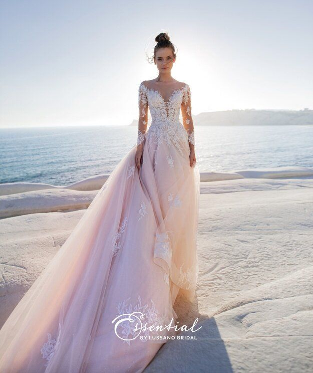 Valentino Bridal Haute Couture In 2020 Lace Wedding Dress With Sleeves Amazing Wedding Dress Bridal Dresses Lace