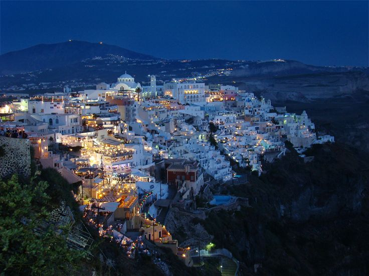 Thira  - capital de Santorini a noite  -