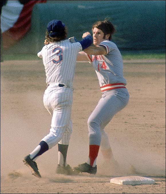 Pete Rose & Bud Harrelson exchange bombs.  pete rose going hard!  www.kingsofsports.com