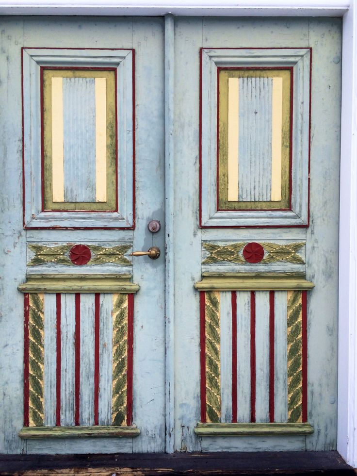 Beautiful door from a decorated farmhouse in Hälsingland, Sweden.