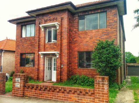 Lovely Spacious Summer Hill Apartment - Summer Hill, NSW - Flatwithme.com.au
