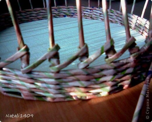 Поделка изделие Плетение Корзинка с узором Бумага журнальная фото 4