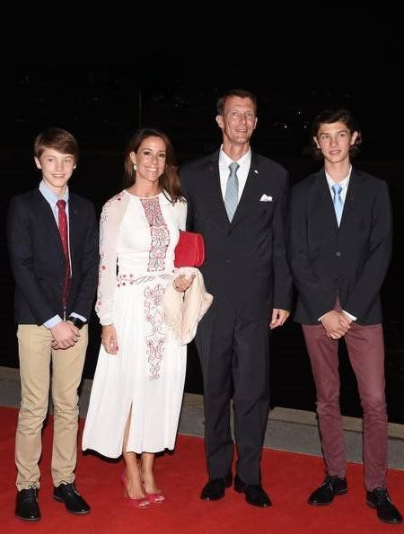 Yesterday evening, members of royal family of Denmark, that is, Crown Prince Frederik, Crown Princess Mary, Prince Joachim, Princess Marie, Prince Nikolai and Prince Felix of Denmark attended a gala dinner held on a Danish training yacht at Rio de Janeiro Yacht Club (Iate Clube). 03 August 2016