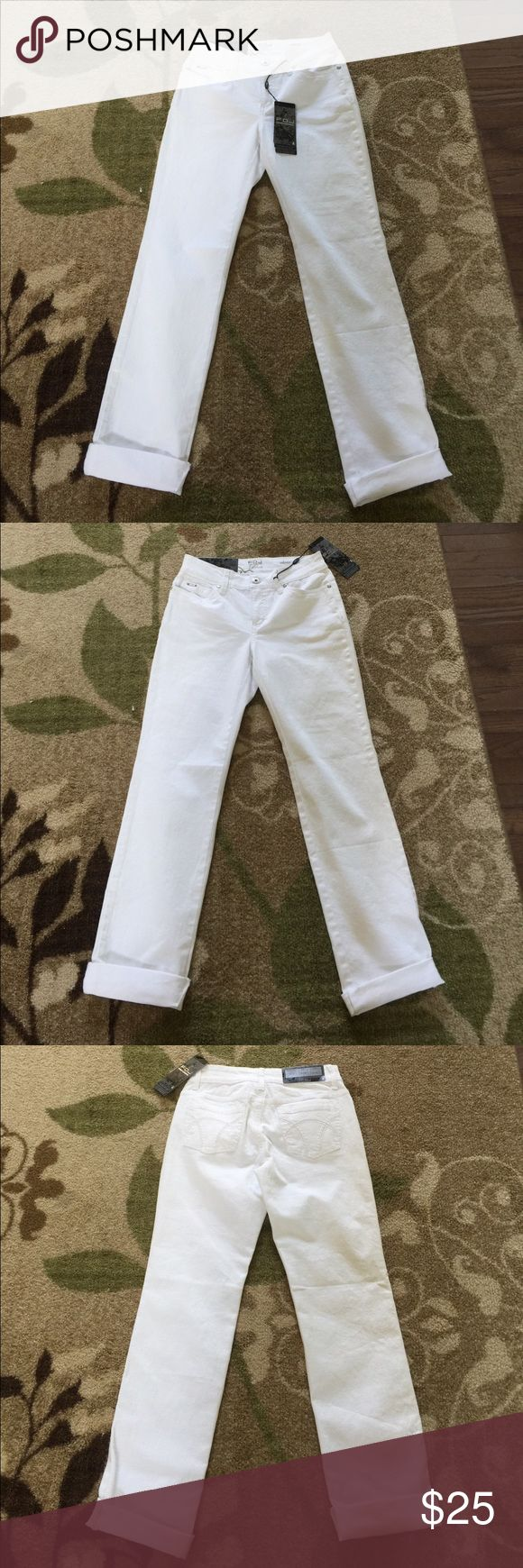 🌺 FDJ 🌺 Stunning White French Dressing Blues SZ4 🌺 FDJ 🌺 Stunning White French Dressing Blues SZ4 Olivia Straight Leg #2060319 never worn tags still.  Inseam is a 34 inches and Rise is 9.5 inches. FDJ Jeans Straight Leg