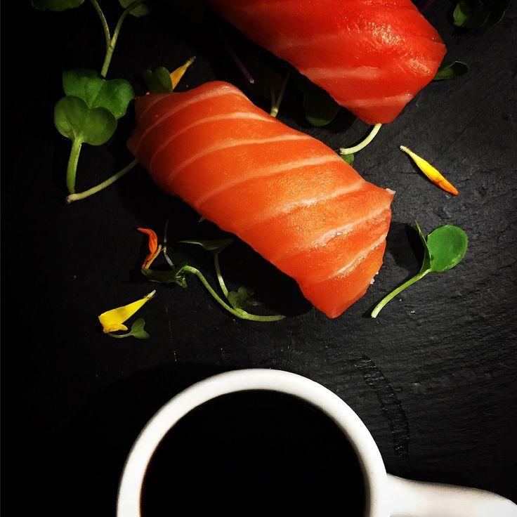 https://flic.kr/p/F8YM2F | Nigiri de salmón | Nigiri de salmón. koketo.es/portfolio/nigiri-de-salmon