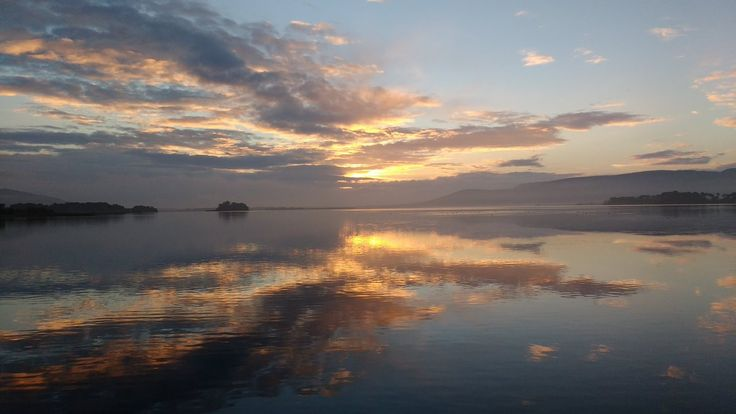 """Lucy Angus on Twitter: """"Lovely sunrise @VisitLochLeven this morning https://t.co/JsBT2omfO1"""""""