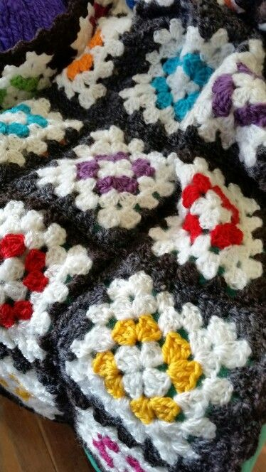 Granny square blanket: black, white and bright.