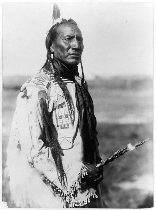 """American Niitsítapi Chief - The Niitsítapi (""""original people"""") Nations were Algonquian-speaking peoples. They lived in today's USA and Canada. The Europeans called them """"Blackfoot""""."""