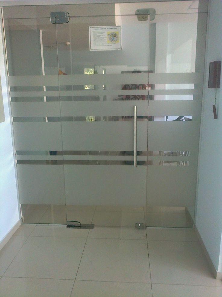 Esmerilado sobre puerta de vidrio trabajos realizados for Puertas de casa
