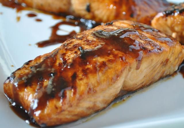 Weight Watchers Recipe Honey Glazed Salmon Holly Clegg Trim Terrific 297 calories, 8 SmartPoints https://simple-nourished-living.com/2016/06/weight-watchers-recipe-5-ingredient-easy-glazed-salmon-how-to-video/