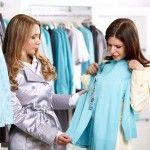 Was je van plan de nieuwe wintercollectie in te duiken? Stel jezelf dan eerst de volgende 10 vragen voordat je een nieuw kledingstuk koopt. (minimalisme, minimalistische garderobe)