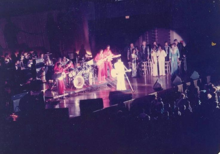 1976 - Carbondale, Illinois  - Elvis In Concert with The TCB Band and The Sweet Inspirations -  - TCB⚡with TLC⚡