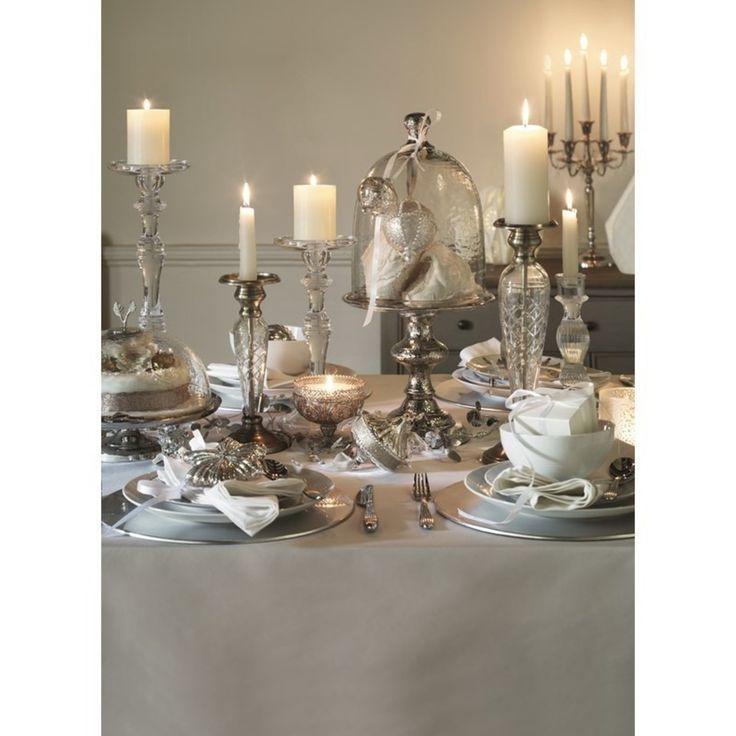 Elegancki stół na Wigilię, luksusowa dekoracja stołu na święta. Zobacz więcej na: https://www.homify.pl/katalogi-inspiracji/12882/dekoracje-stolu-wigilijnego
