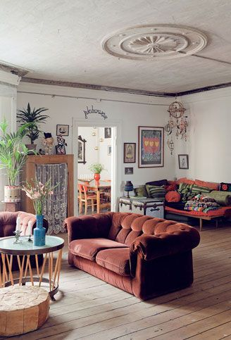 I love this room with its traditional sofa AND a bohemian daybed in the same room. Because you really do need both. I like to nap.