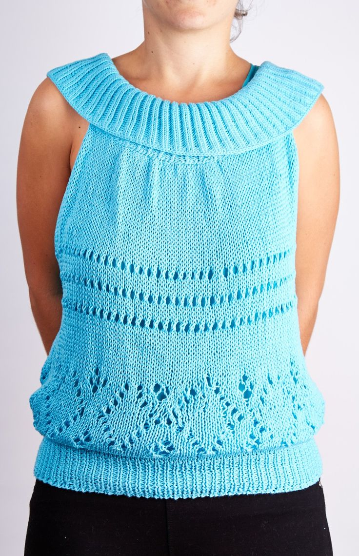 Sweater with a drawable neck.