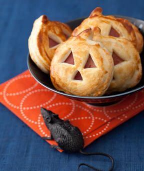 Just use a pumpkin-shaped cookie cutter on store-bought pie crust and ham and cheese slices, then layer and bake!