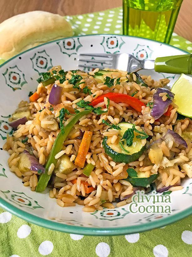 Este arroz salteado con verduras resulta ligero y delicioso, siempre suelto, y puedes prepararlo con verduras a tu gusto.