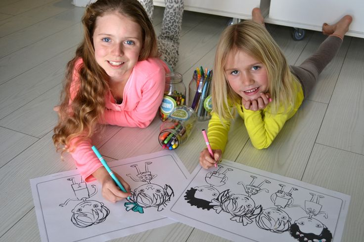 Macaroon Doodle pad - Kids will have hours of fun coloring in Max, Molly, Phoebe and Finn on their adventures throughout South Africa - www.macaroon.co