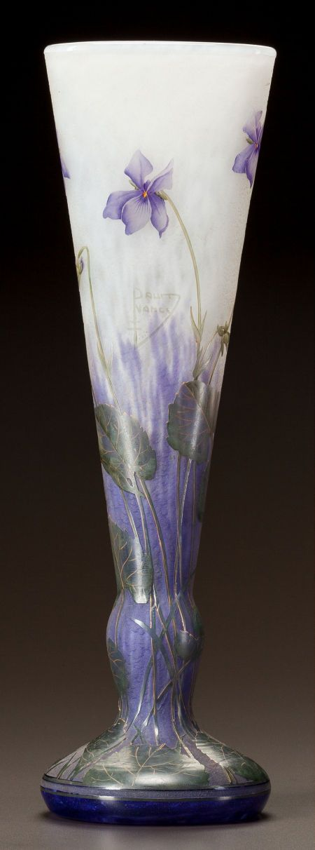 DAUM OVERLAY AND ENAMELED GLASS VIOLETS VASE Circa 1900. Cameo Daum, Nancy with the cross of Lorraine