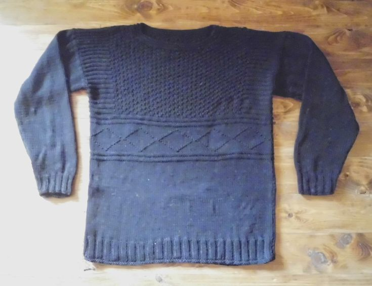 ADRANO, beautiful pullover in aran-weight cotton for gents. Do-it-yourself - knitting pattern from domoras