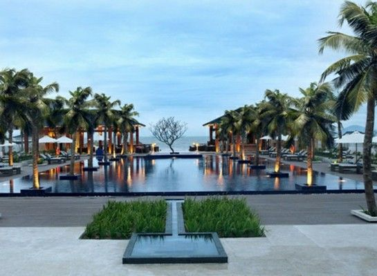 Perfectly located on popular Cua Dai Beach, one of Vietnam's most stunning coastlines near the ancient city of Hai An, Sunrise Beach Resort provides a lavish escape to beachfront elegance. # http://thebeachfrontclub.com/beach-hotel/asia/vietnam/da-nang-hoi-an/hoi-an-beach/sunrise-resort-3/