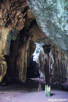 打つネイのボルネオ島にある洞窟。燕の巣が採れるそう。ブルネイ 旅行・観光の見所!