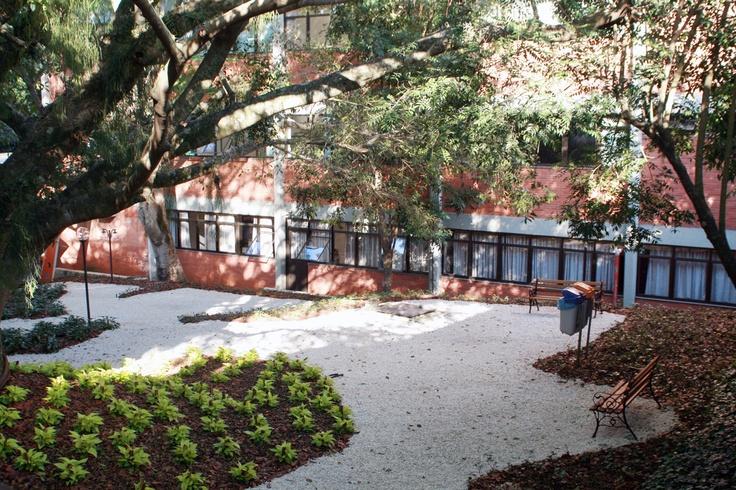 Novos espaços de descanso e lazer aos acadêmicos, este localizado ao lado da Biblioteca.
