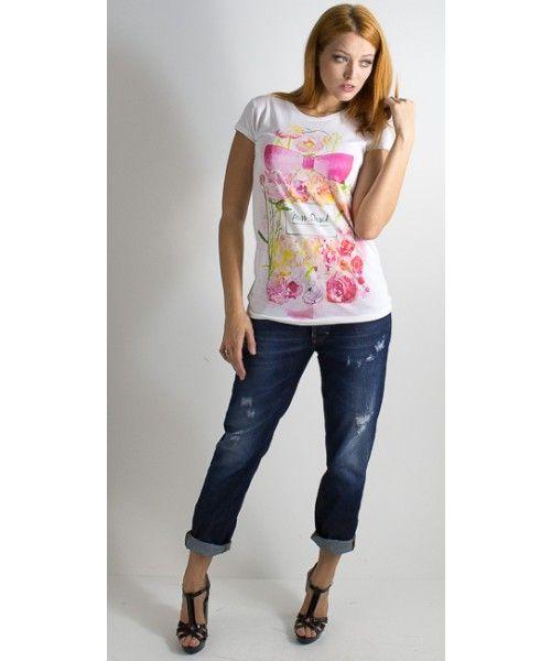 T-shirt con stampa a girocollo realizzata in cotone a manica corta. Vestibilità regolare.