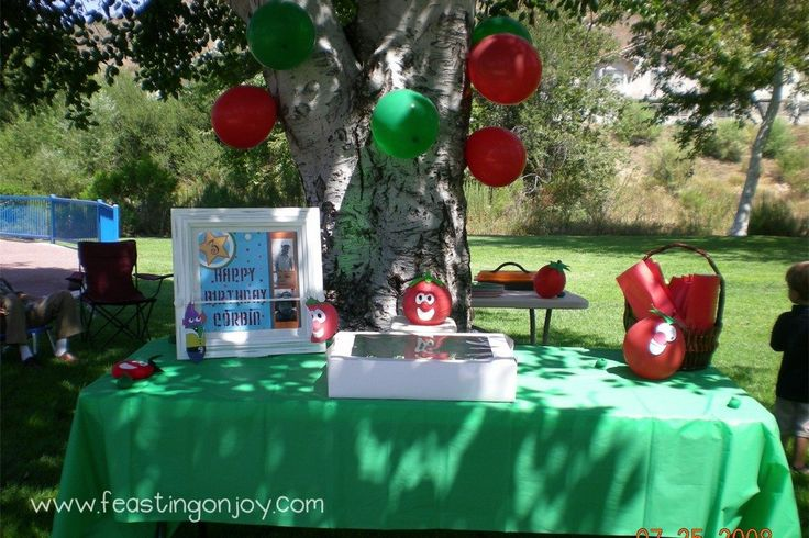 Veggie tales party table