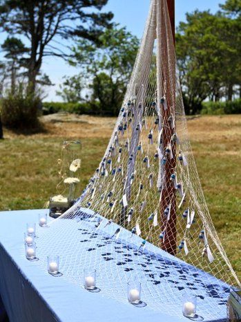 Hook cards onto a fishing net for a #nautical style wedding. {The Wedding Belle, LLC}
