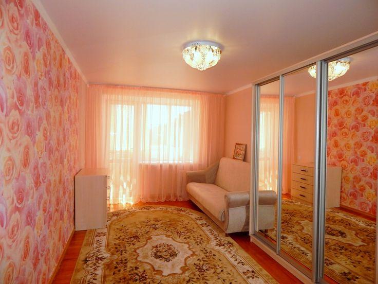 Предлагаем для долгосрочной аренды в Ставрополе  1 - комнатная квартира по адресу Маршала Жукова 44, Центральный автовокзал , ремонт современный,кухонный гарнитур, шкаф-купе, 2-х спальная кровать, мягкая мебель, общей площадью 33.4 кв.м, дом Кирпич, Центральное отопление, Газ-плита, наличие бытовой техники - стиральная машина (+), холодильник (+), телевизор (?),парковка стихийная, номер объявления - 35657, агентствонедвижимости Апельсин. Услуги агента только по факту заключения…