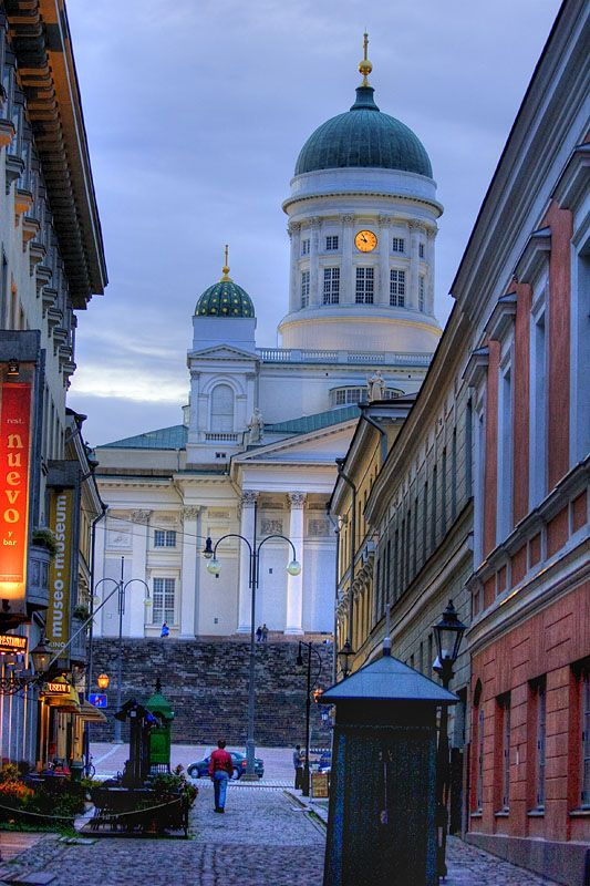 Evening on the streets of Helsinki, Finland (by abravorus).