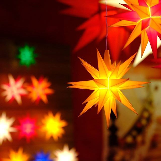 Brilliant Herrnhut Stars at the Vancouver Christmas Market - credits to Pham khanh tung