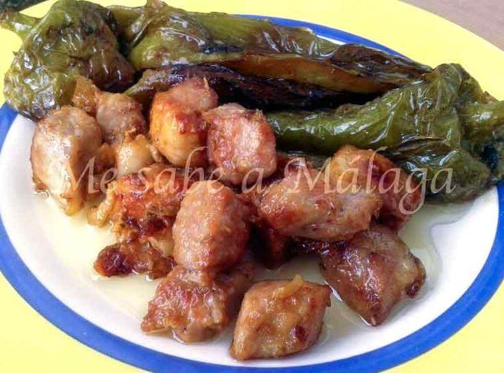 """Este plato es típico de algunos pueblos del interior de Málaga. Se puede servir acompañado de unas buenas """"papas"""" fritas con pimien..."""