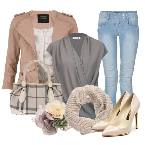 Туфли кремового цвета, синие джинсы, серая туника, светло-коричневая куртка, серая клетчатая сумка