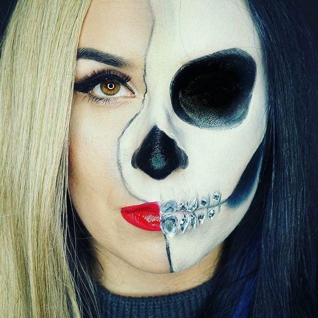 Simple & Easy!🤓❤ Dokładnie taki jest ten makijaż do zrobienia 😘 za parę dni na kanale pojawi się full Tutorial jak zrobić taki makijaż, póki co link znajdziecie w moim bio 😘💙💙💜 Słodkich Snów😍😈 #halfskullmakeup #halfskull #halloween #halloweenmakeup #skullface #skullmakeup #easymakeup #makeupcommunity #makeupartist #lifestyleblogger #lifestyle #darkhair #gem #beautyproducts #beautyblogger #primark #pscosmetics #primarkmakeup #l4l #f4f #polishgirl #polskadziewczyna