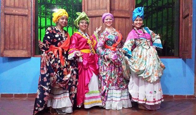 Esta actividad se orienta a la profesionalización en la formación y pedagogía de los distintos géneros de la danza tradicional, clásica y contemporánea.