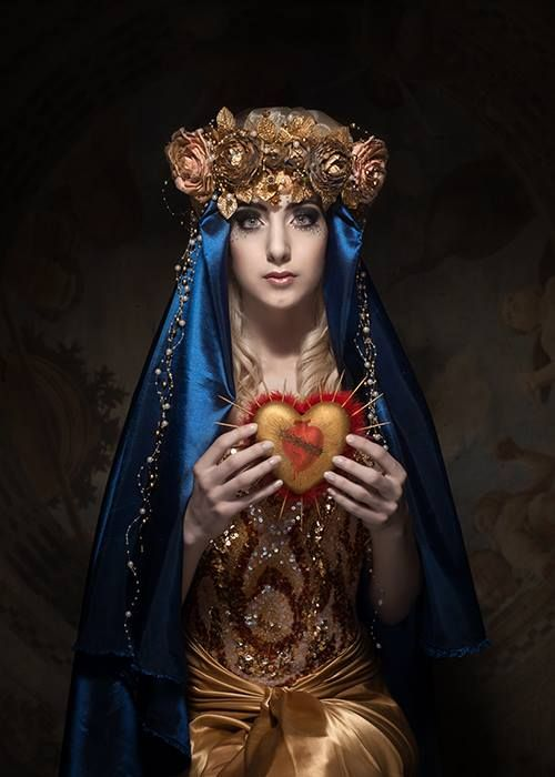 * Abschluss Shooting: Mother Mary HM: Isminur Bilgin Headpiece: Isminur Bilgin Styling: Isminur Bilgin Model: Sina Photo: Sylwia Makris Products: Lilly meets Lola *