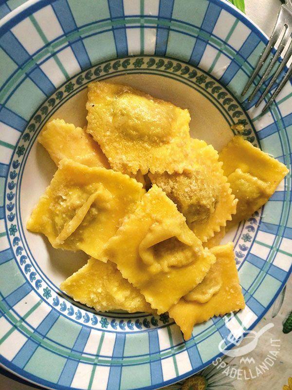 Pumpkin tortelli - Decisamente raffinati e particolari, questi Tortelli di zucca! Un piatto tipico mantovano a base di zucca, amaretti e mostarda davvero irresistibile!