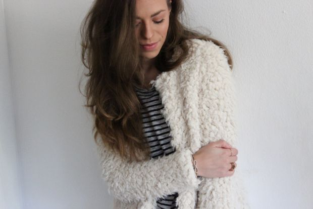 Fashionblogger Caroline from STYLE GLOBO is wearing a fluffy jacket by H&M and striped shirt. more details on www.styleglobo.wordpress.com#fashionblogger #ootd #fluffy #fluffyjacket #cozy #lookoftheday #white #whitepants#nude #neutralcolors #stripedshirt #lookdodia #personalstyleblogger #fashion #moda
