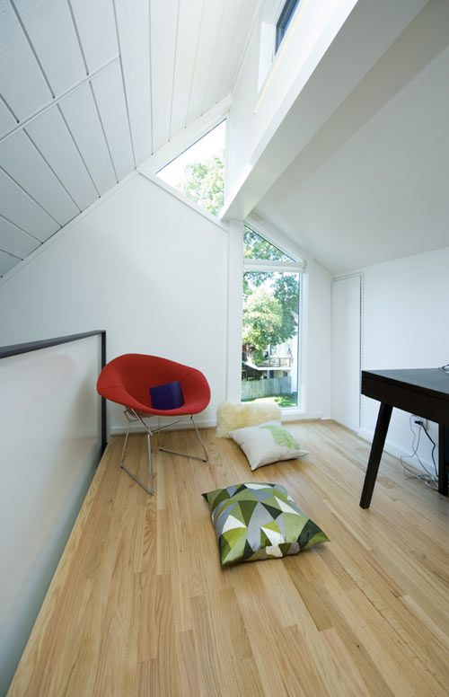 E/L Studio, a firm based in Brooklyn and Washington DC, recently completed this residential renovation in Arlington, VA. The 1970s-style modern house had limited space on the second and mezzanine levels due to the 45-degree pitch of the existing roof.